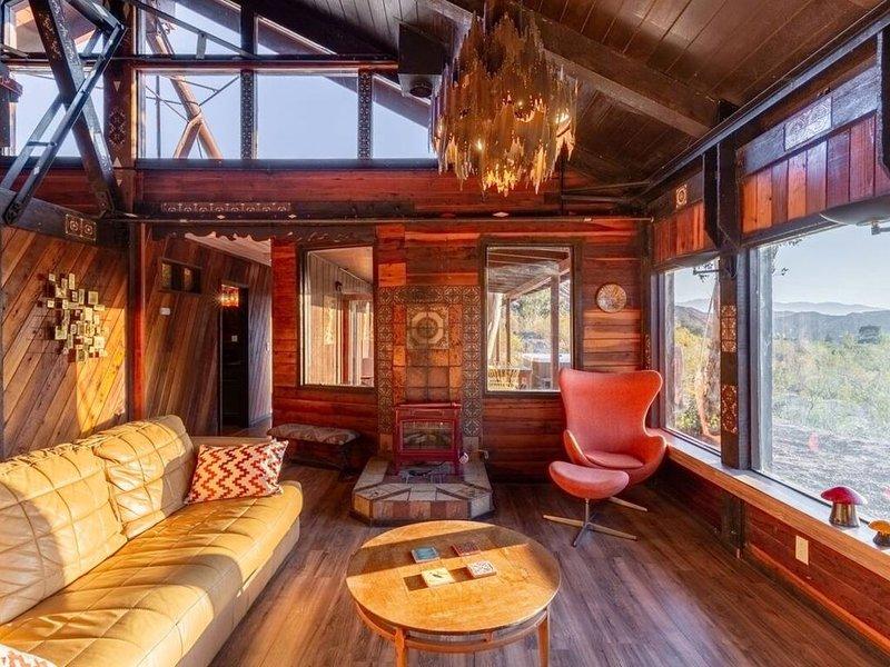 Bohemian Lodge Near Joshua Tree and Palm Springs, alquiler de vacaciones en Morongo Valley