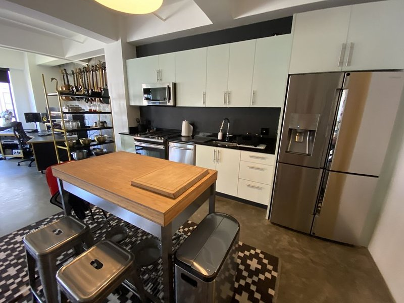 Downtown Los Angeles Modern Large Corner Unit Loft, holiday rental in South Gate