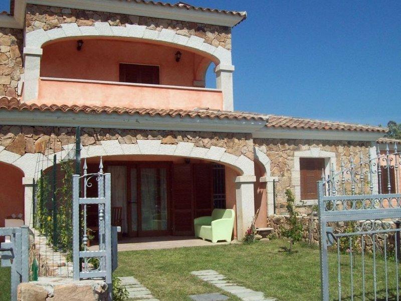 Villetta La Canna 2 BBQ, A/C, vacation rental in Suaredda-Traversa