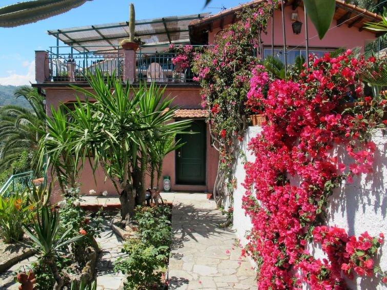 Apartment Villa Astra  in Imperia, Liguria: Riviera Ponente - 5 persons, 2 bedr, alquiler vacacional en Imperia