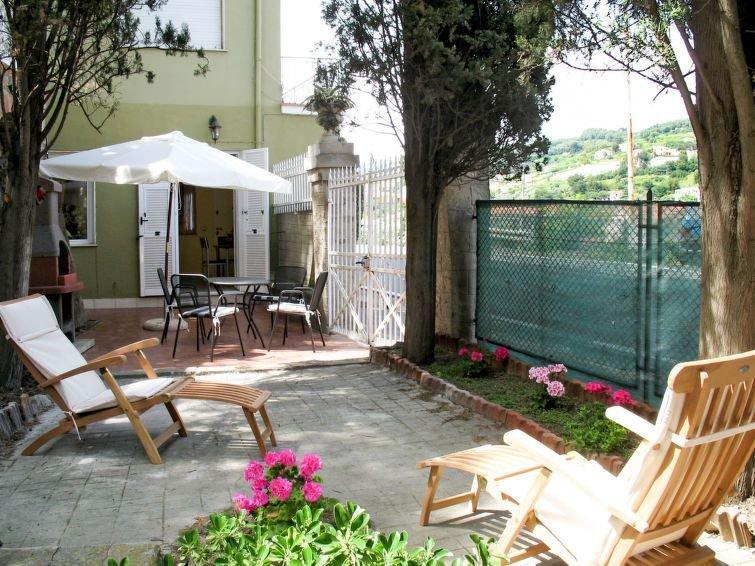 Ferienwohnung Elena (SLR190) in San Lorenzo al Mare - 6 Personen, 2 Schlafzimmer, vacation rental in San Lorenzo al Mare