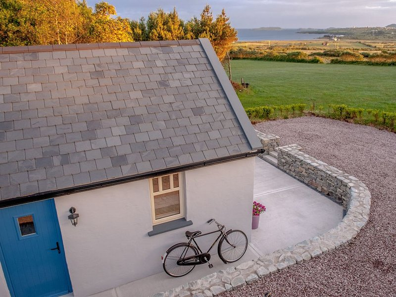 Traditional style cosy cottage with sea views, Ferienwohnung in Ballinskelligs