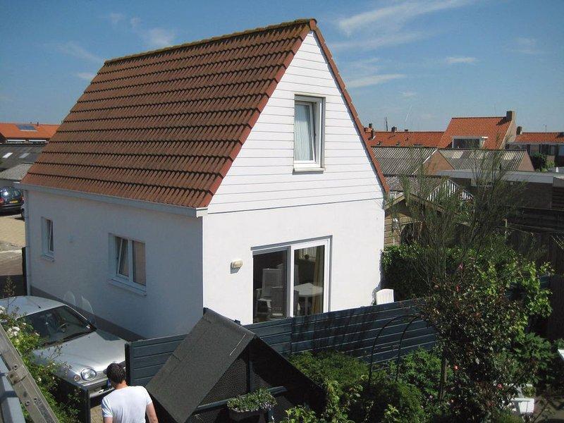 Ferienhaus für 4 Personen mit Terasse in Dorfmitte von Westkapelle., holiday rental in Domburg