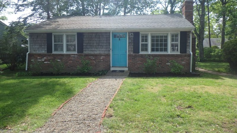 Craigville Beach- 0.7 Mile Walk to Beach-Newly listed Cozy Centerville Cottage, holiday rental in West Hyannisport