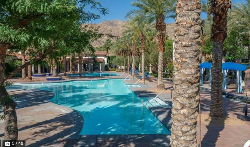 King Sized Bed, Private Patio, Fronting On Sparkling Pool & Hot Tub, holiday rental in La Quinta