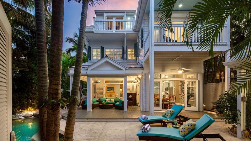 **AVALYNN HOUSE * THE ANNEX** Lush Home by Beach & Duval + LAST KEY SERVICES..., holiday rental in Stock Island