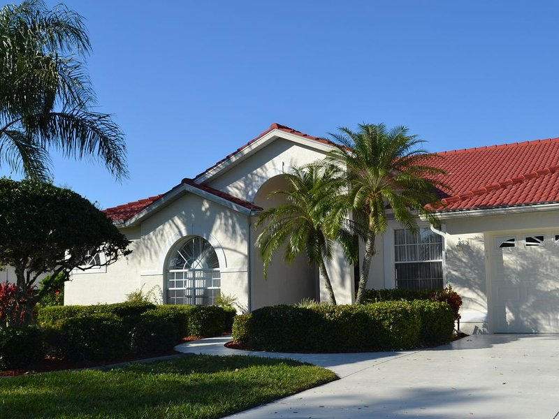 Luxury House On Tara Golf and Country Club with Free Golf, holiday rental in Braden River