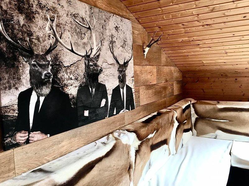 Ferienwohnung am Chiemsee im Chalet-Stil | ✔ Frisch renoviert ✔ 3min zum See, holiday rental in Bad Endorf