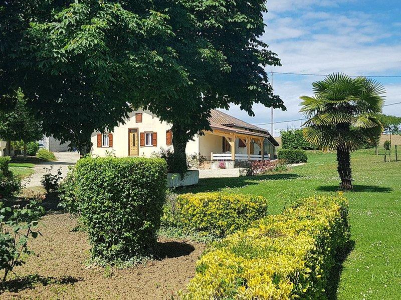 Maison à la campagne capacité de 4 à 15 personnes, aluguéis de temporada em Vic-Fezensac