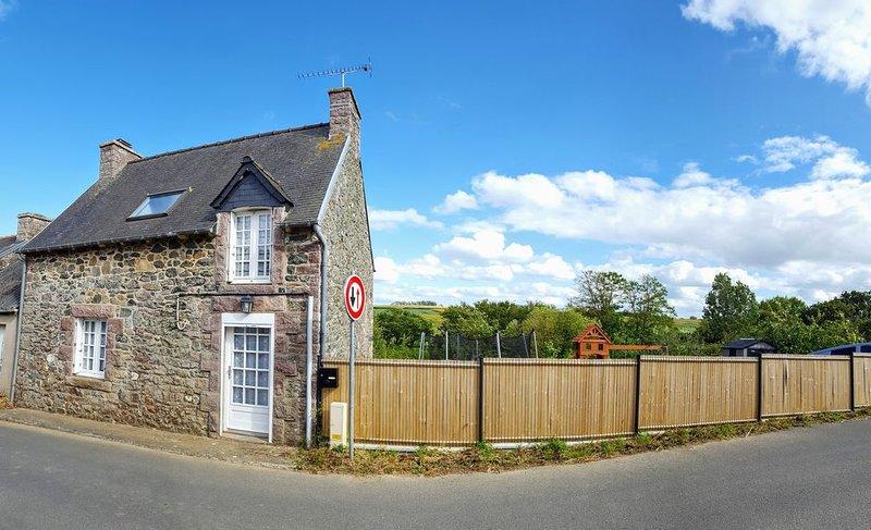 Belle maison de pêcheur en pierre rénovée., vacation rental in Erquy