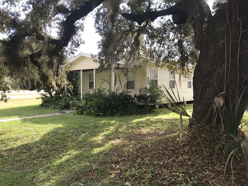 Vacation Home Oasis-Dog Friendly/Family Friendly, holiday rental in Green Cove Springs