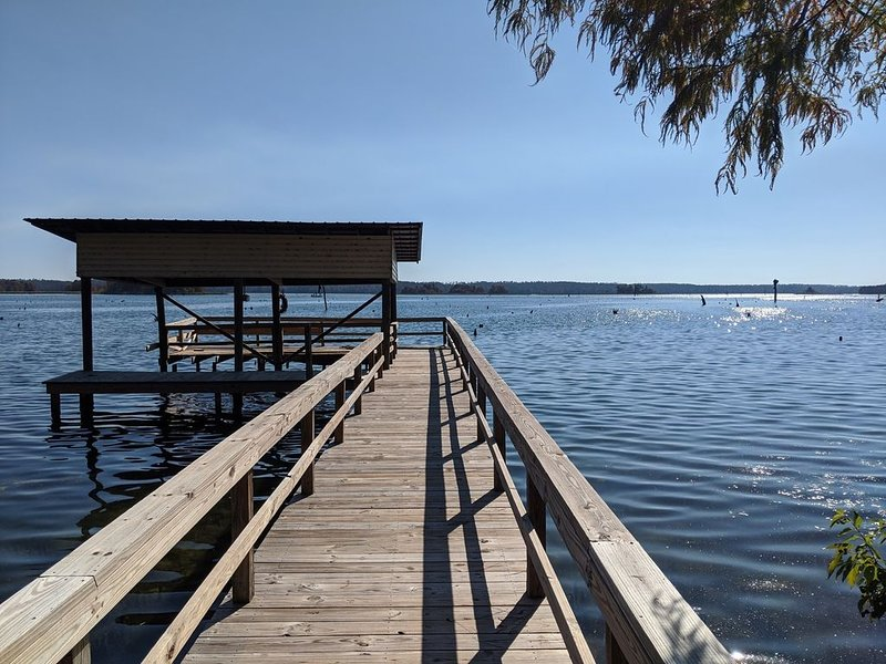 3/3  Lake Seminole w/ Covered Boat Slip! * WATERFRONT*, vacation rental in Donalsonville