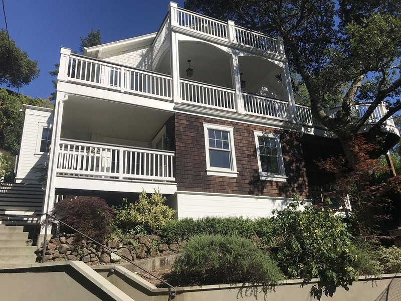 Sunny Mill Valley House With Mt. Tam Views, holiday rental in Fairfax