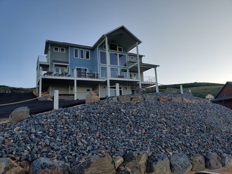 NEW CONSTRUCTION! Lake Haven * Harbor Village in Bear Lake overlooking Marina!, vacation rental in Garden City