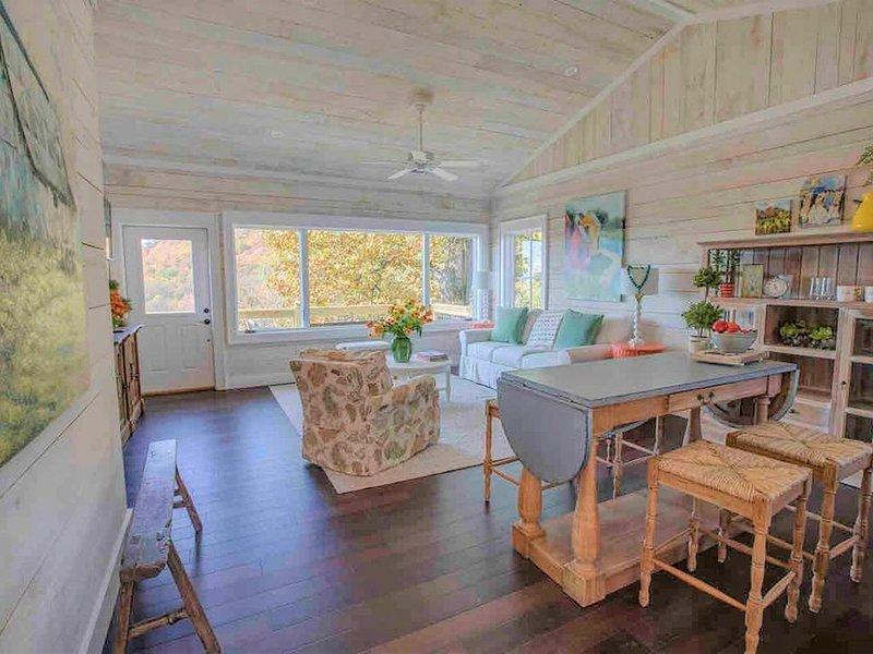 The Barrel Room Cottage - Mountain Vineyard Getaway, holiday rental in McDonald