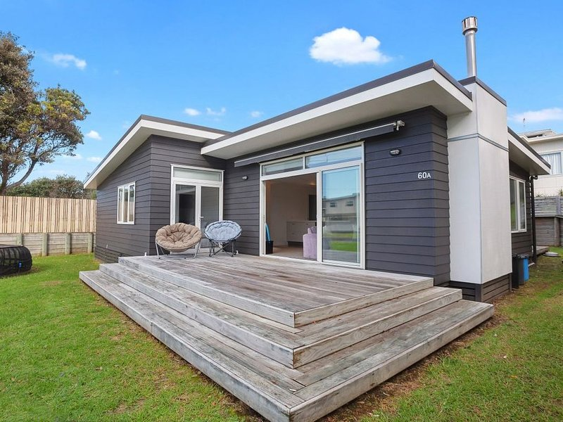 Modern Kiwi Bach - Waihi Beach Holiday Home, vacation rental in Te Aroha