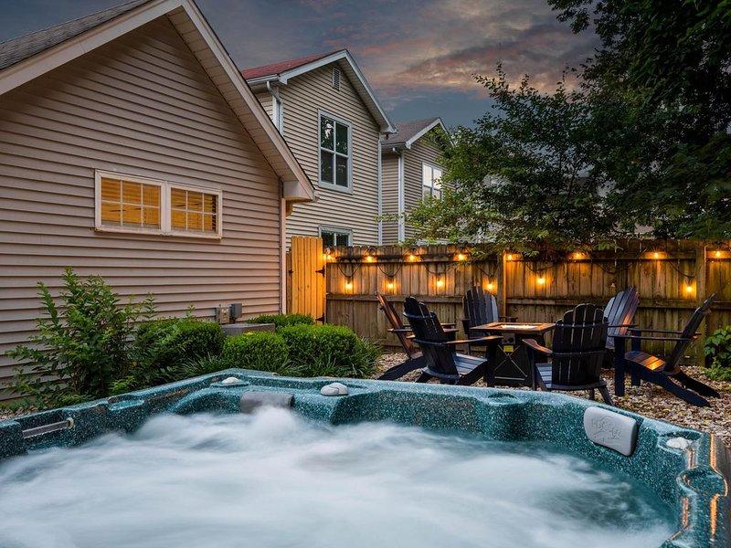 NEW! Kings of Summer - Hot Tub / Outdoor Oasis / 3 kings - in NuLu!, holiday rental in Jeffersonville