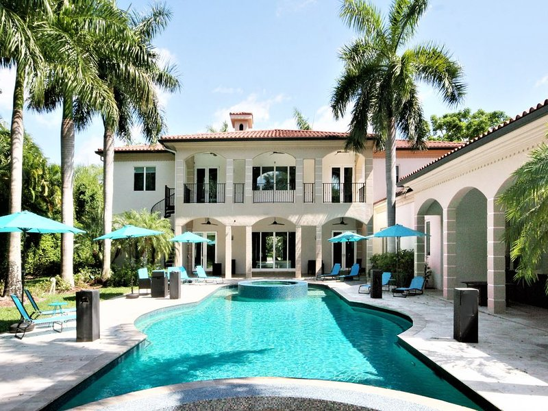 Stunning Luxurious Custom-Built Contemporary Mansion in North Pinecrest, holiday rental in Olympia Heights