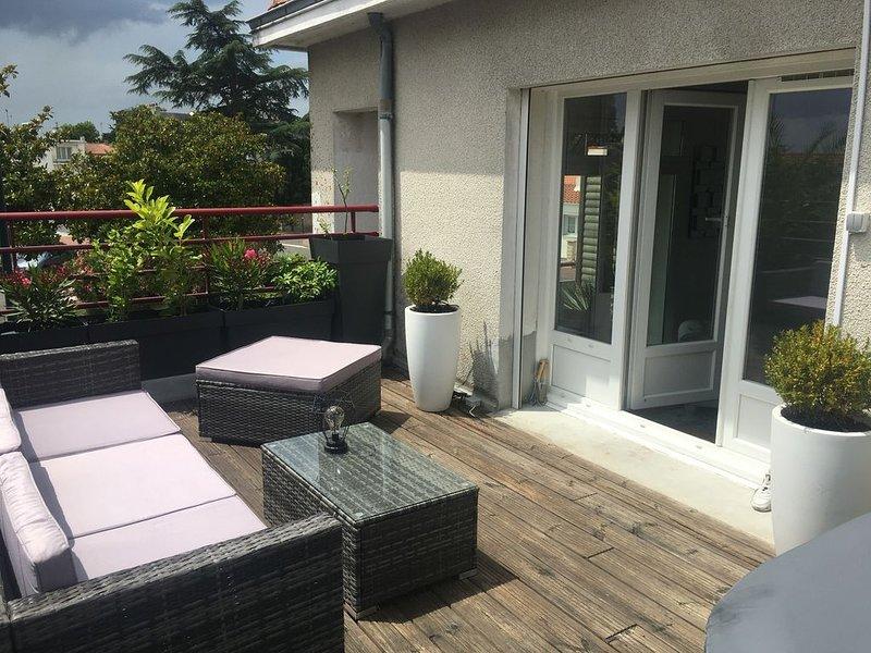 Bel appartement terrasse centre ville, holiday rental in La Garnache