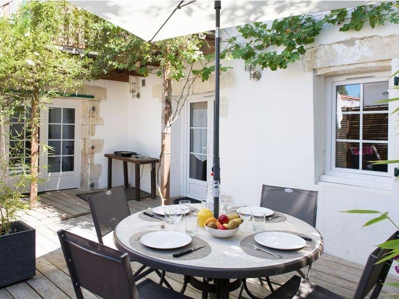 Bel appartement et sa terrasse privative situé entre plages et pistes cyclables, alquiler de vacaciones en La Couarde-sur-Mer