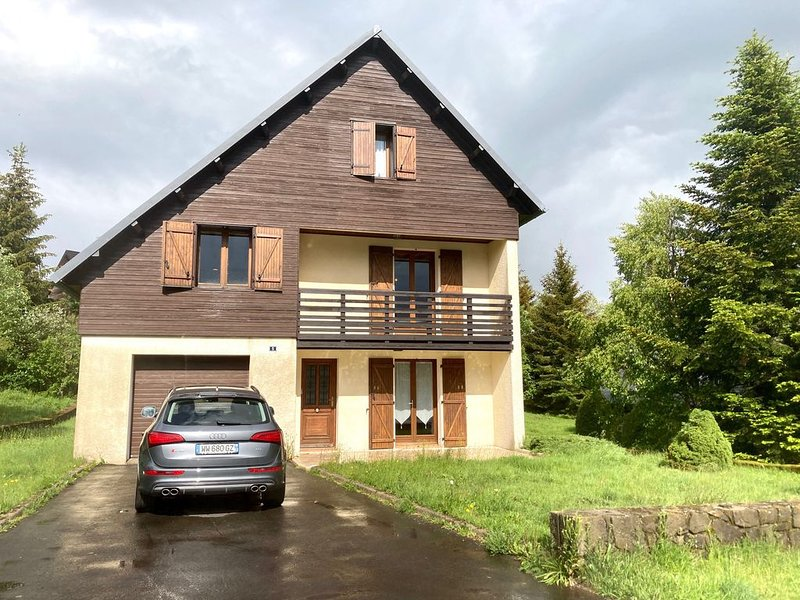 CHALET L'ALPAGA SUPER BESSE  JUSQU'A 14 PERSONNES, holiday rental in Besse-et-Saint-Anastaise
