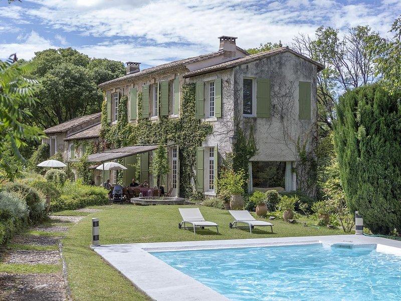 Mas de charme 18ème et jardin d'exception près de Saint Rémy de Provence, casa vacanza a Mas-Blanc-des-Alpilles