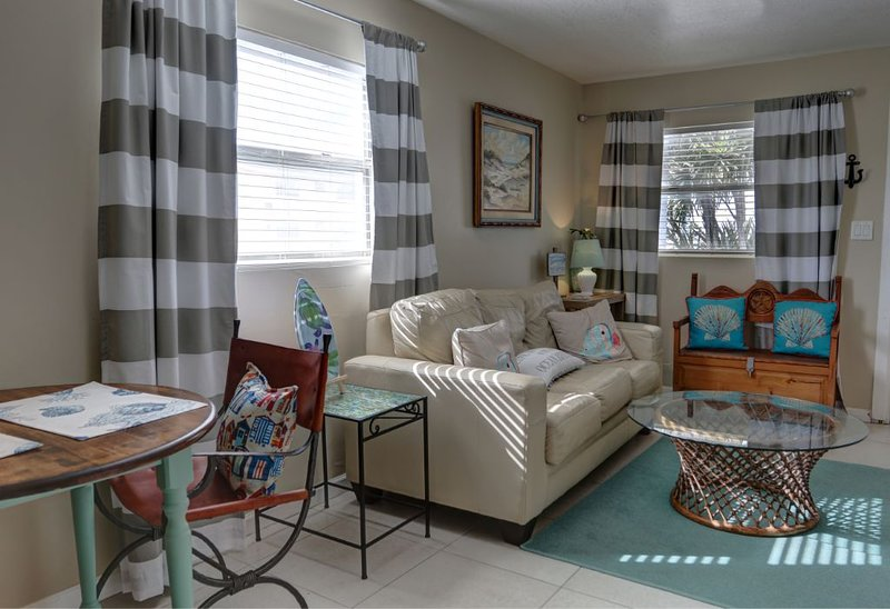 Enjoy this beautifully furnished condo!, Ferienwohnung in Cape Canaveral