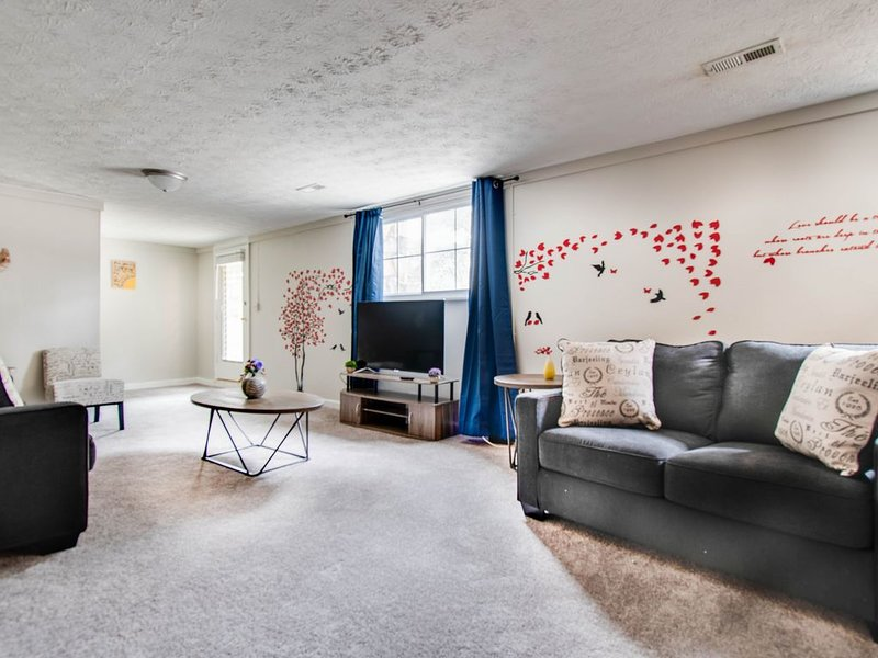 ❤ Quiet space© / 3 King beds and Sofa Bed Fast Wifi | Netflix |, holiday rental in Marietta