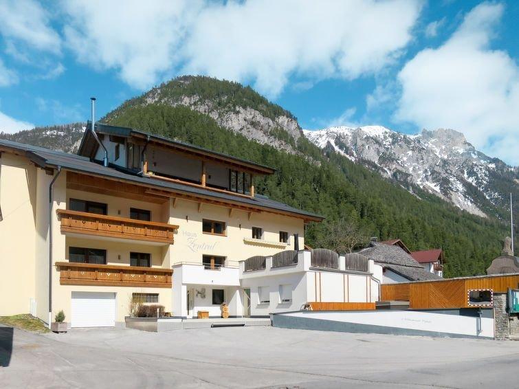 Ferienhaus Zentral (PET211) in Pettneu am Arlberg - 15 Personen, 8 Schlafzimmer, location de vacances à Flirsch