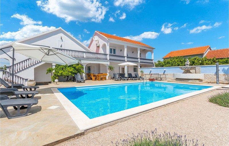 5 Zimmer Unterkunft in Tinj, holiday rental in Nadin