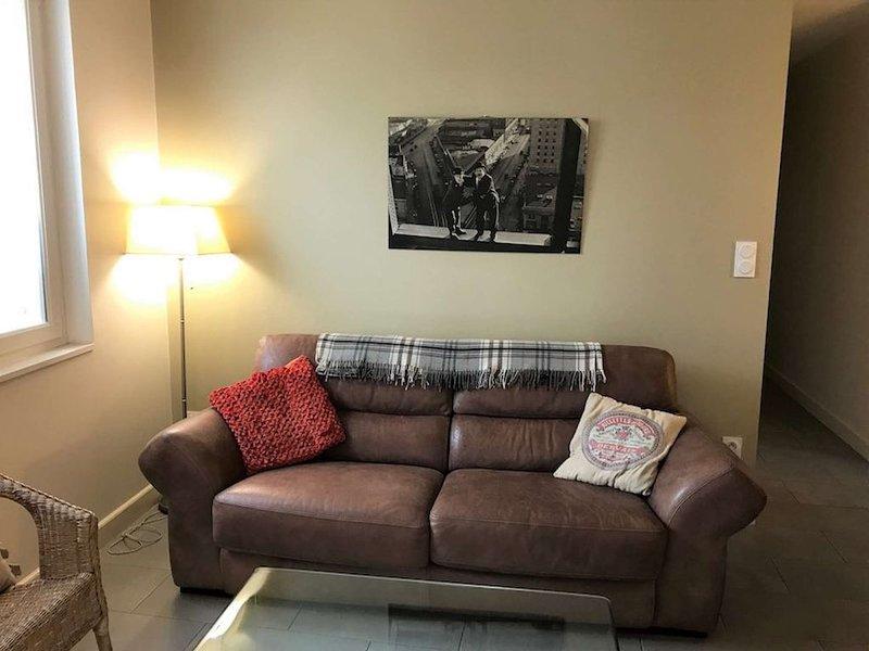Appartement rénové avec 2 chambres, petite vue sur le canal, climatisée et wifi., vacation rental in Sete