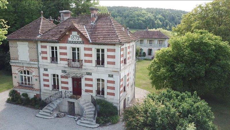 LES VILLAS DU PARC EN BOURGOGNE, 20 pers,  5*****, holiday rental in Arc-en-Barrois