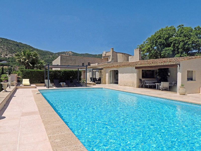 Villa with large private pool in Plan-de-la-Tour, holiday rental in Plan de la Tour