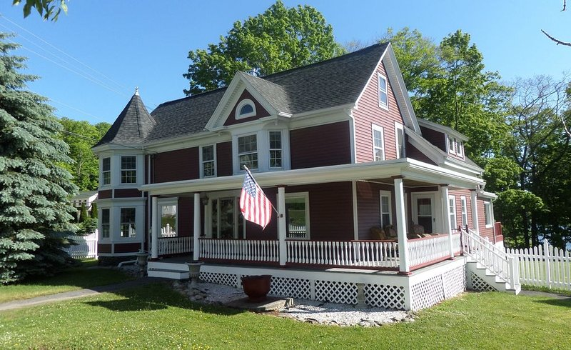 Charming Victorian with Unobstructed Ocean Views Private Access to the Ocean., holiday rental in West Rockport