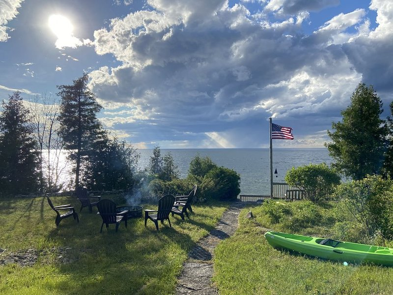 Updated home - Egg Harbor - Bay Shore, sunsets,  great screened porch, RELAX!, holiday rental in Egg Harbor
