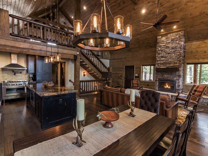 ' Mountain Top Retreat' -New Luxury Resort Style Cabin in Duck Creek, casa vacanza a Duck Creek Village