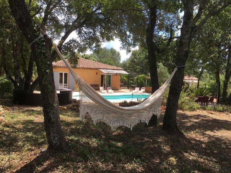 Villa avec piscine, au calme, classée «4 ėtoiles tourisme», au cœur du Var, holiday rental in Le Thoronet