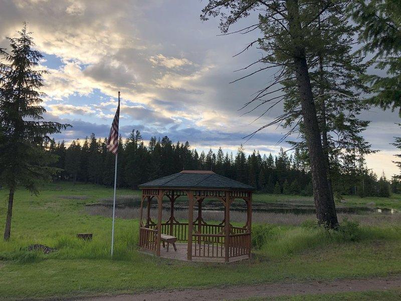 Hike, Paddle, Bike, Fish, Explore; Glacier NP, Whitefish, Flathead Lake, aluguéis de temporada em Creston