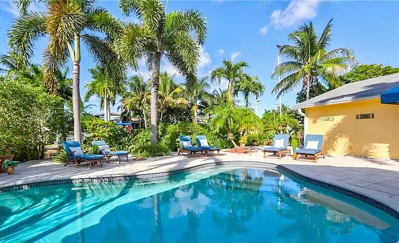 Fort Lauderdale Private House 5 Bedroom / 4 bath with Pool, aluguéis de temporada em Lauderhill