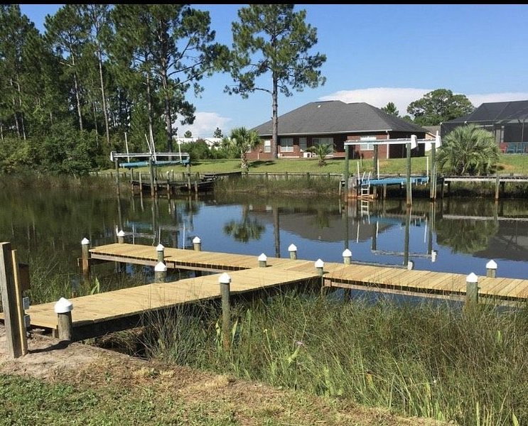 *Rare*BYOBoat Waterfront Entire Home W/Dock, Kayaks,Poles and More!, holiday rental in Milton