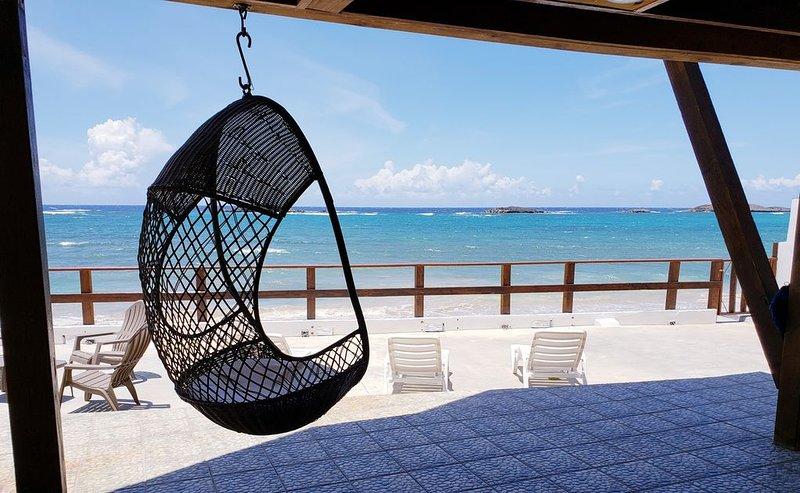 CASA ROARK OCEAN FRONT CHALET, vacation rental in Manati