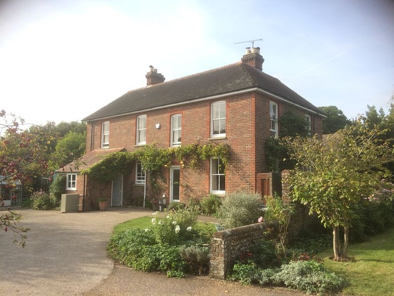 Elegant 5 Bedroom Family Country House in Peaceful Rural Village, West Sussex, holiday rental in Woodmancote