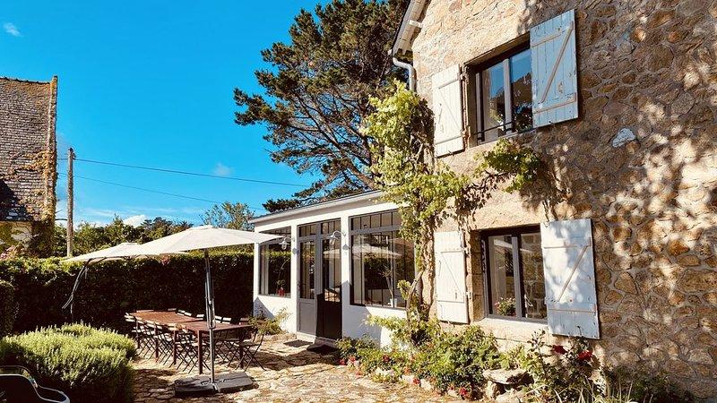 Grande maison de caractère - 20 m de la plage bleue - vue mer, holiday rental in Saint-Pierre-Quiberon