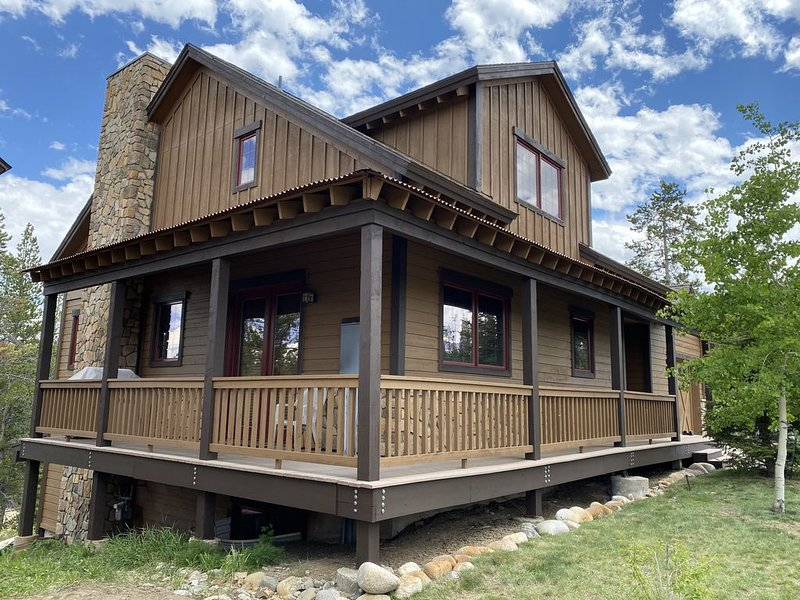 Elk Court Luxury Mountain Retreat, Sleeps up to 18 people, location de vacances à Fraser