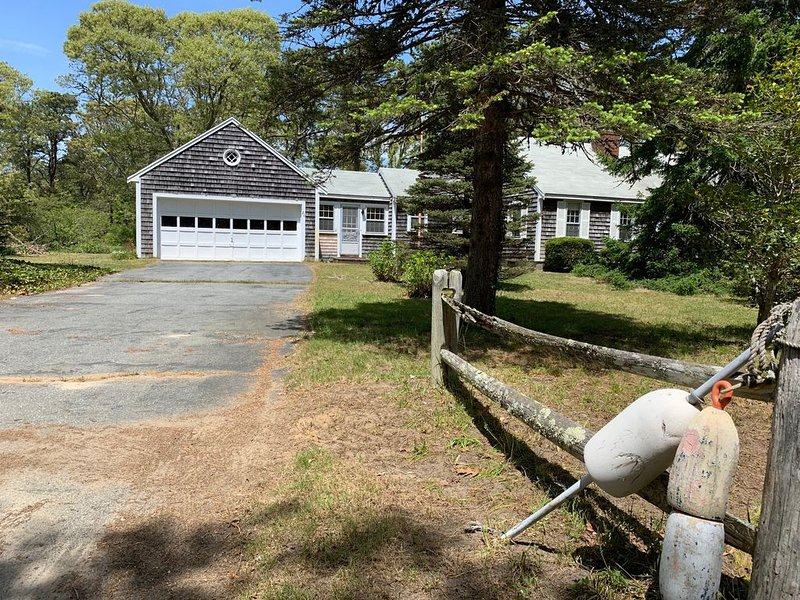 Traditional Cape Home in Private Bay Beach neighborhood, vacation rental in Eastham