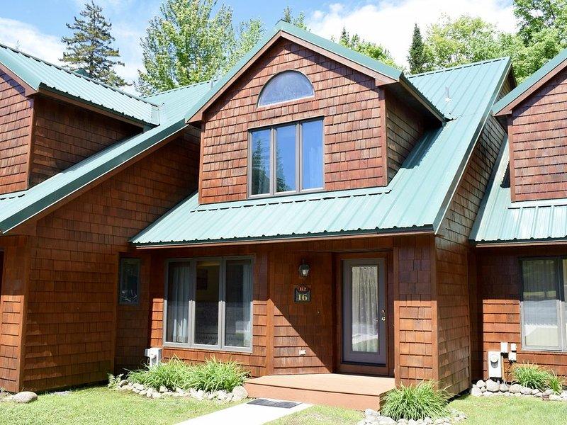 Townhome B2 - 4th Lake, casa vacanza a Eagle Bay