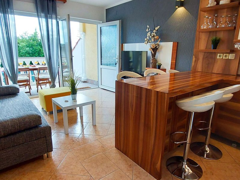 Luxurious Apartment in Kvarner by Sea, holiday rental in Crikvenica