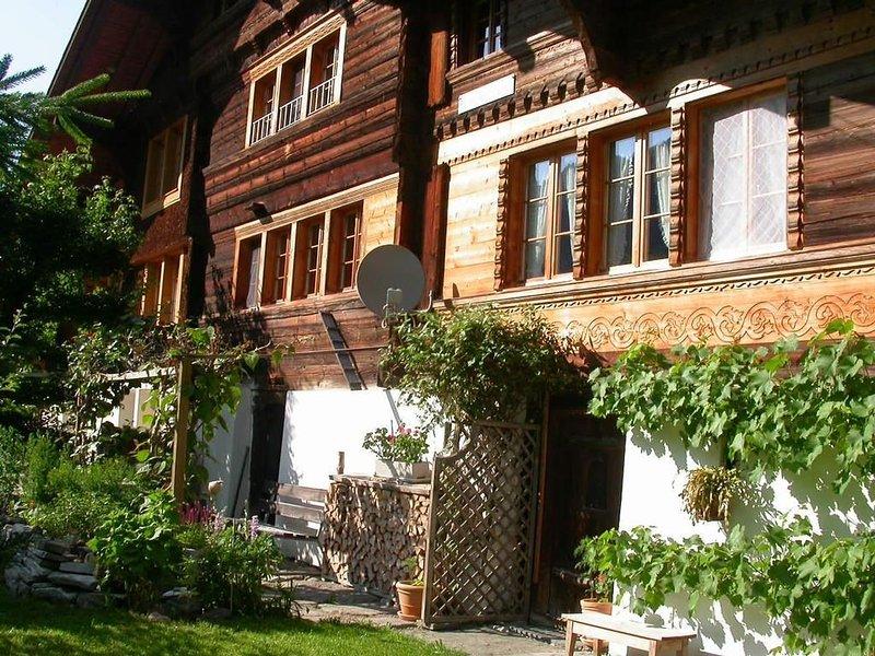 Ferienwohnung Innertkirchen für 4 - 5 Personen mit 2 Schlafzimmern - Ferienwohnu, holiday rental in Innertkirchen