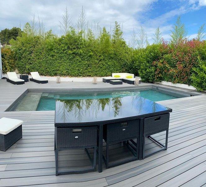 Villa spacieuse et de standing avec piscine grande terrasse .Entre Terre et Mer., location de vacances à Le Pouget