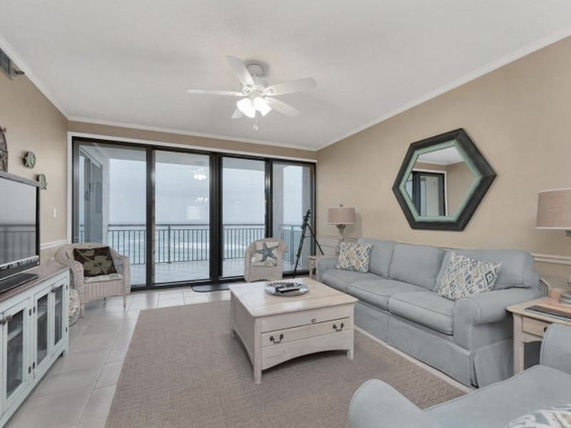 Enjoy a LARGE Gulf Front Balcony at Navarre Towers, alquiler de vacaciones en Navarre